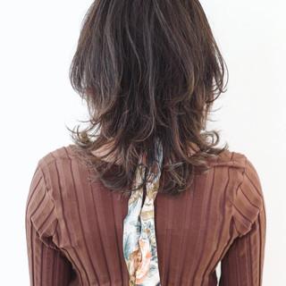 ウルフパーマ グラデーションカラー ミディアム マッシュウルフ ヘアスタイルや髪型の写真・画像