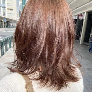レイヤーカット フェミニン レイヤースタイル ミディアム ヘアスタイルや髪型の写真・画像