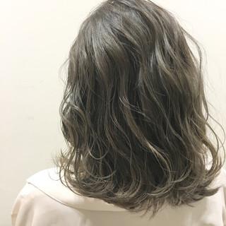 外国人風 ストリート 波ウェーブ アッシュ ヘアスタイルや髪型の写真・画像