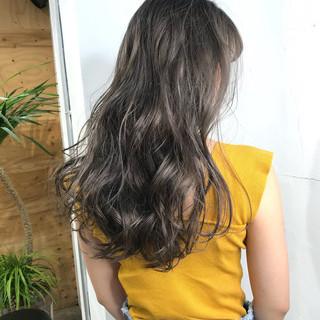 ストリート ロング アッシュ ハイトーンカラー ヘアスタイルや髪型の写真・画像