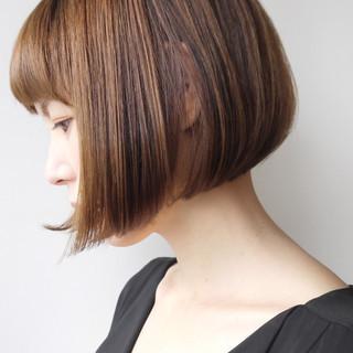 小顔 大人グラボブ 大人ショート エレガント ヘアスタイルや髪型の写真・画像 ヘアスタイルや髪型の写真・画像