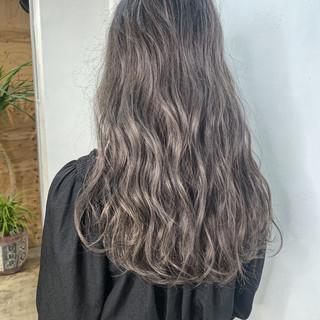 アッシュベージュ グレージュ ハイトーンカラー ロング ヘアスタイルや髪型の写真・画像