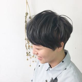 ショート ハイライト フリンジバング ナチュラル ヘアスタイルや髪型の写真・画像
