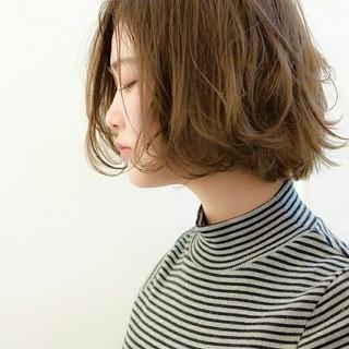 フェミニン パーマ アッシュ ふわふわ ヘアスタイルや髪型の写真・画像