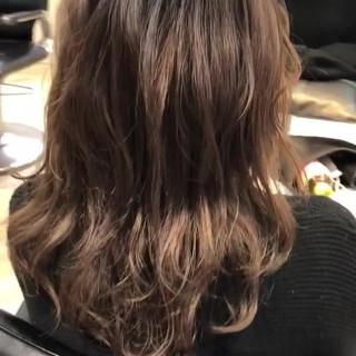 ストリート 波巻き セミロング ダブルカラー ヘアスタイルや髪型の写真・画像