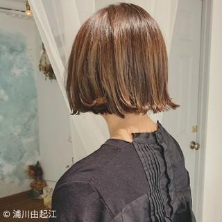 大人かわいい ボブ ハイライト 切りっぱなしボブ ヘアスタイルや髪型の写真・画像
