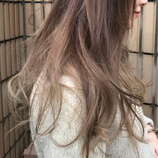 シルバー 外国人風カラー ハイライト グラデーションカラー ヘアスタイルや髪型の写真・画像