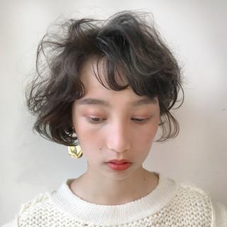 ショート 抜け感 ブラウンベージュ ショートボブ ヘアスタイルや髪型の写真・画像