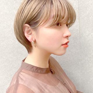 ベージュ ショートヘア ショートボブ ハイトーンカラー ヘアスタイルや髪型の写真・画像