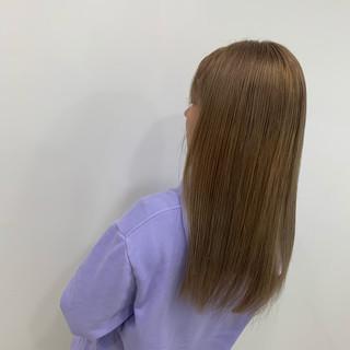ロング ミルクティー ブリーチ ストレート ヘアスタイルや髪型の写真・画像