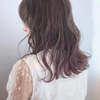 セミロング バレイヤージュ パープルカラー 波巻き ヘアスタイルや髪型の写真・画像