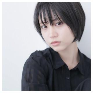 アンニュイ スモーキーカラー ナチュラル ショート ヘアスタイルや髪型の写真・画像
