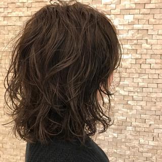 ナチュラル くせ毛風 セミロング ウェーブ ヘアスタイルや髪型の写真・画像
