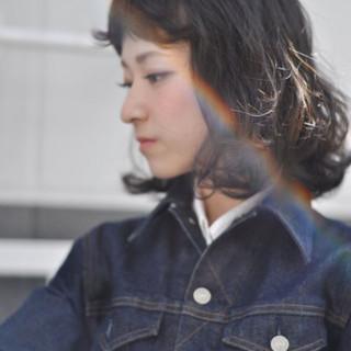 内巻き くせ毛風 外ハネ 外国人風 ヘアスタイルや髪型の写真・画像