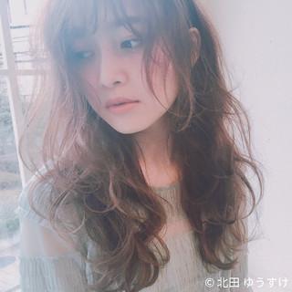 ロング パーマ 小顔 ガーリー ヘアスタイルや髪型の写真・画像