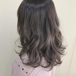 ニュアンス アッシュ フェミニン グレージュ ヘアスタイルや髪型の写真・画像 ヘアスタイルや髪型の写真・画像