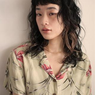 セミロング ウルフカット パーマ モード ヘアスタイルや髪型の写真・画像