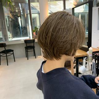 ナチュラル ショート ミルクティーベージュ ショートヘア ヘアスタイルや髪型の写真・画像