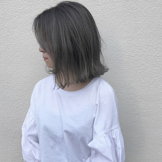 ハイライト ミディアム 外ハネ 切りっぱなし ヘアスタイルや髪型の写真・画像