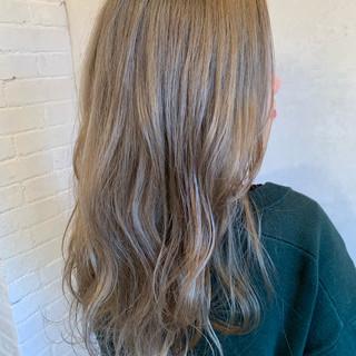 ロング アンニュイほつれヘア ストリート ミルクティー ヘアスタイルや髪型の写真・画像