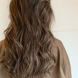 ナチュラル ロング ハイライト 3Dカラー ヘアスタイルや髪型の写真・画像
