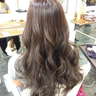 ロング ブリーチなし 外国人風 グラデーションカラー ヘアスタイルや髪型の写真・画像 ヘアスタイルや髪型の写真・画像