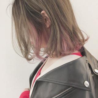 ピンク インナーカラー グレージュ ナチュラル ヘアスタイルや髪型の写真・画像