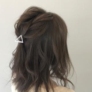ナチュラル デート グレージュ 結婚式 ヘアスタイルや髪型の写真・画像 ヘアスタイルや髪型の写真・画像