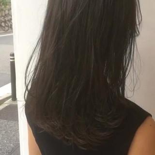 セミロング 透明感 アンニュイ ウェーブ ヘアスタイルや髪型の写真・画像