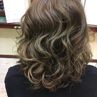 セミロング ハイライト 外国人風カラー ブリーチ ヘアスタイルや髪型の写真・画像