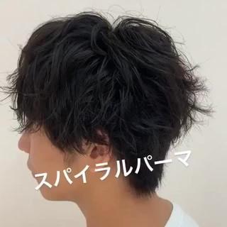マッシュショート スパイラルパーマ マッシュウルフ ショート ヘアスタイルや髪型の写真・画像