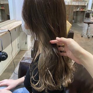 ナチュラル ヌーディベージュ インナーカラー ブリーチ ヘアスタイルや髪型の写真・画像