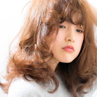 レイヤーカット 大人かわいい セミロング フェミニン ヘアスタイルや髪型の写真・画像