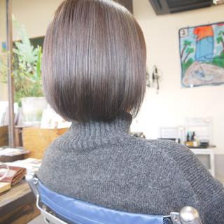 ナチュラル グレージュ ボブ ハイライト ヘアスタイルや髪型の写真・画像