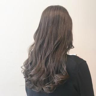 ロング 透明感カラー ミルクティーグレージュ ミルクティーアッシュ ヘアスタイルや髪型の写真・画像