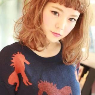 フェミニン ミディアム コンサバ 前髪パッツン ヘアスタイルや髪型の写真・画像