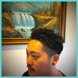リラックス アウトドア ショート メンズ ヘアスタイルや髪型の写真・画像
