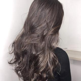 ハイライト グレージュ グラデーションカラー ナチュラル ヘアスタイルや髪型の写真・画像