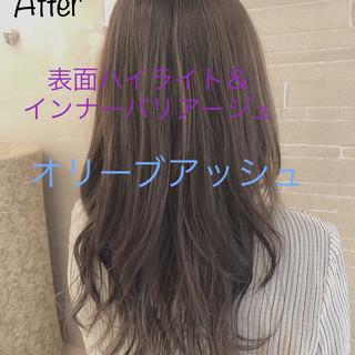 インナーカラー ロング オリーブグレージュ 圧倒的透明感 ヘアスタイルや髪型の写真・画像