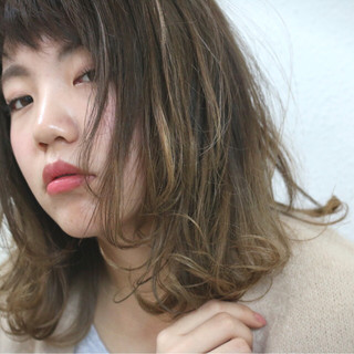 暗髪 フェミニン レイヤーカット ストリート ヘアスタイルや髪型の写真・画像