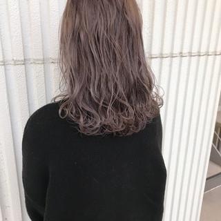 ハイトーン ミディアム ヘアアレンジ フェミニン ヘアスタイルや髪型の写真・画像