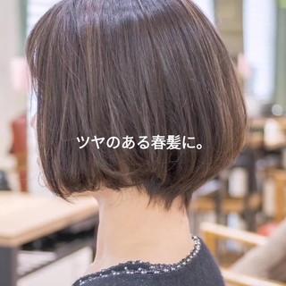 ミニボブ ショートヘア ナチュラル 前下がり ヘアスタイルや髪型の写真・画像