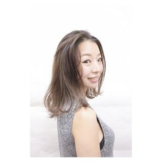 コンサバ ハイライト 外国人風 アッシュ ヘアスタイルや髪型の写真・画像