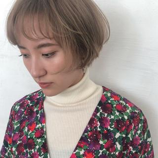 グレージュ ナチュラル 透明感 ブリーチ ヘアスタイルや髪型の写真・画像