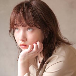 インナーカラー ナチュラル ウルフカット ミディアム ヘアスタイルや髪型の写真・画像