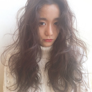 外国人風 暗髪 くせ毛風 ロング ヘアスタイルや髪型の写真・画像