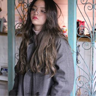 ニュアンス ロング 大人女子 外国人風 ヘアスタイルや髪型の写真・画像 ヘアスタイルや髪型の写真・画像