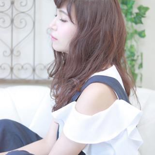 ロング キュート フェミニン デート ヘアスタイルや髪型の写真・画像 ヘアスタイルや髪型の写真・画像