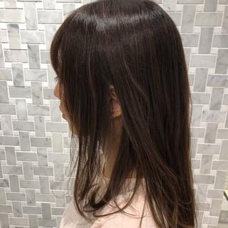 アッシュベージュ 切りっぱなしボブ ミディアム 外国人風カラー ヘアスタイルや髪型の写真・画像