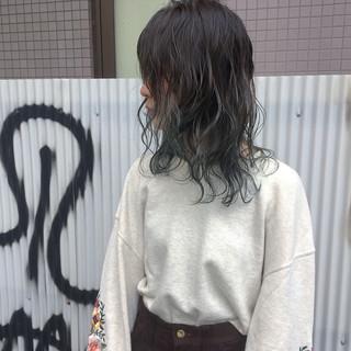 グリーン マット ミディアム ストリート ヘアスタイルや髪型の写真・画像